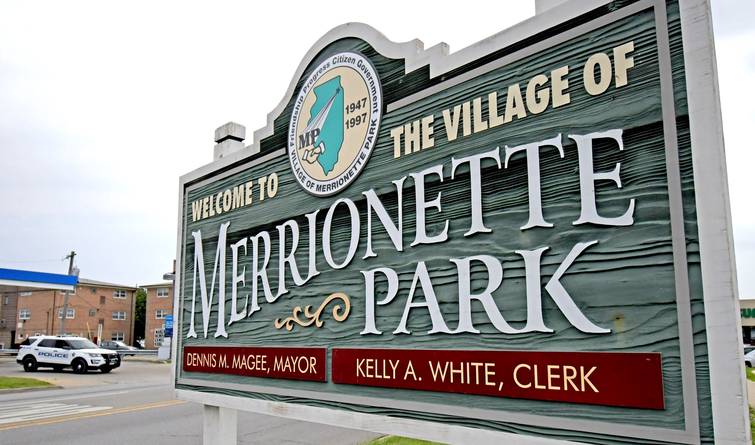Close up of Welcome to Merrionette Park sign